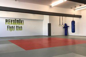 Lue lisää aiheesta Pieksämäki Fight clubin sali
